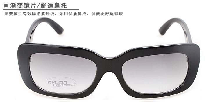 prozx风火轮眼镜架,板材架由意大利(中国)公司提供材料制作。产品在镜臂和镜腿处采用了引领时尚的各类元素,众多先进的工艺,使产品美观,大方; 该眼镜概念来源于跑车车侧的入风位,流线型的金属脚花令眼镜变得更具动感,流线型的设计加上特别的角花,显出强烈的现代感。胶料与金属的配合,加上半镂空通花LOGO设计,时尚中带有一点务实。塑胶脚套嵌入整条金属通花,令眼镜在新颖中变得高雅稳重。